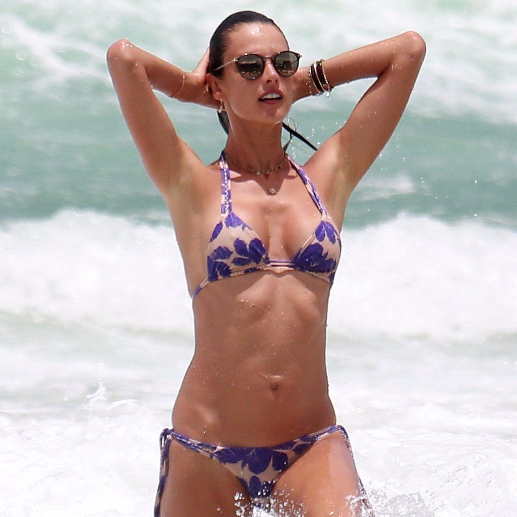 Bikini melissa benoist 60 Sexy