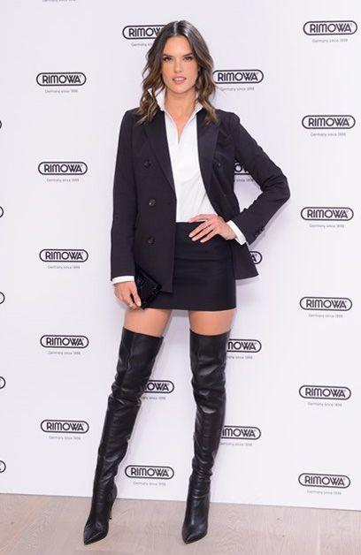Alessandra Ambrosio com Over the Knee e Blazer
