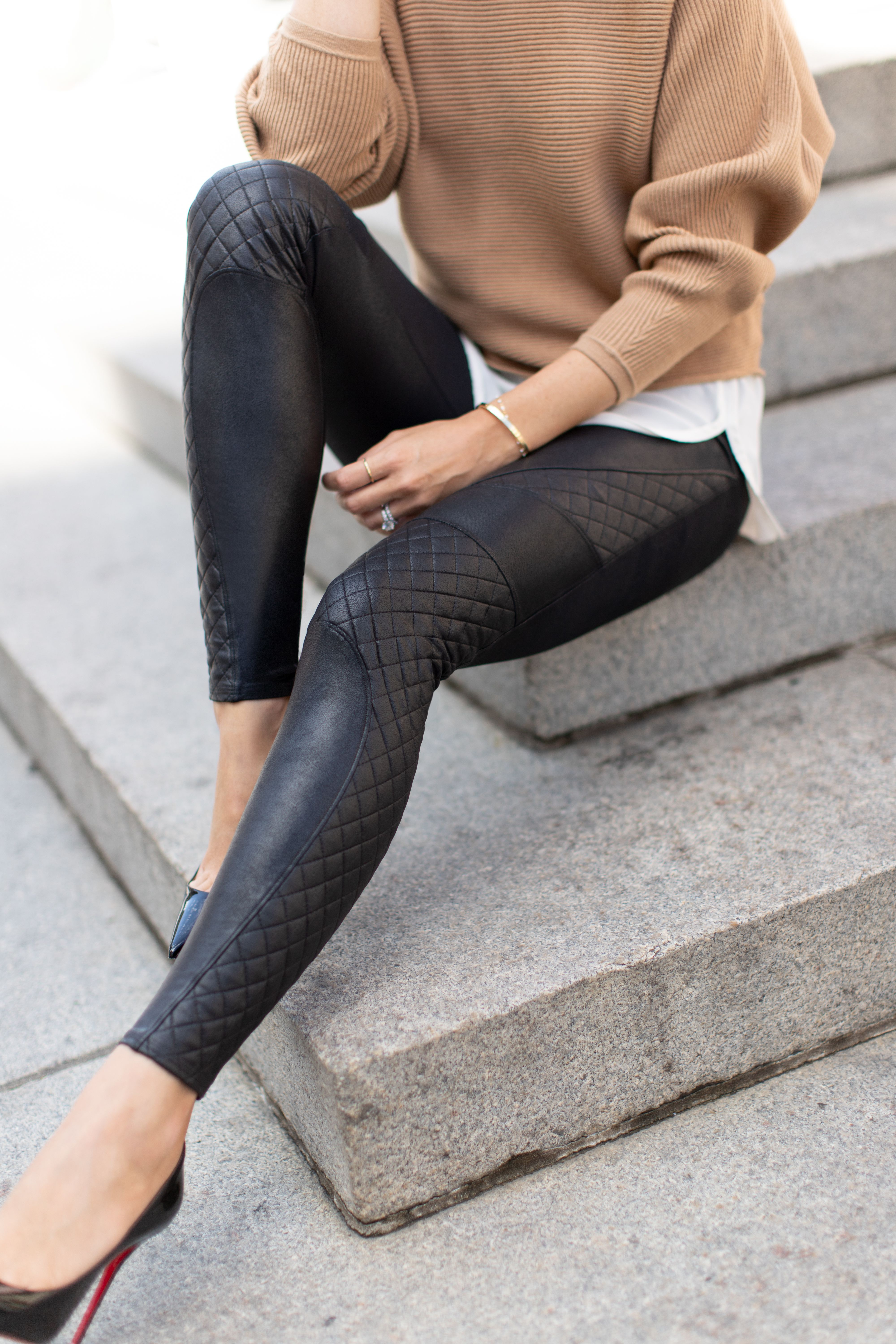 Faux Leather Quilted Leggings Outfits With Leggings Fashion Winter Fashion Outfits