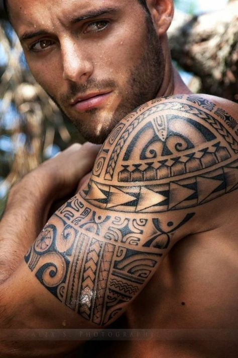 tribal motiv maori oberarm tattoo m nner t towierung tattoo ideen pinterest oberarm tattoo. Black Bedroom Furniture Sets. Home Design Ideas