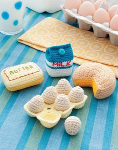 In the tradition of amigurumi, the Japanese art of miniature crochet creations, Ice Box Crochet presents a tiny vintage refrigerator and lots of faux food items and dishes to fill it! Great for using scrap yarn, these faux foods make fun toys as well as cute home decorations and refrigerator magnets. Make the whole set or just a few favorites! The finished sizes of your projects will vary depending on the yarn used. ༺✿ƬⱤღ http://www.pinterest.com/teretegui/✿༻