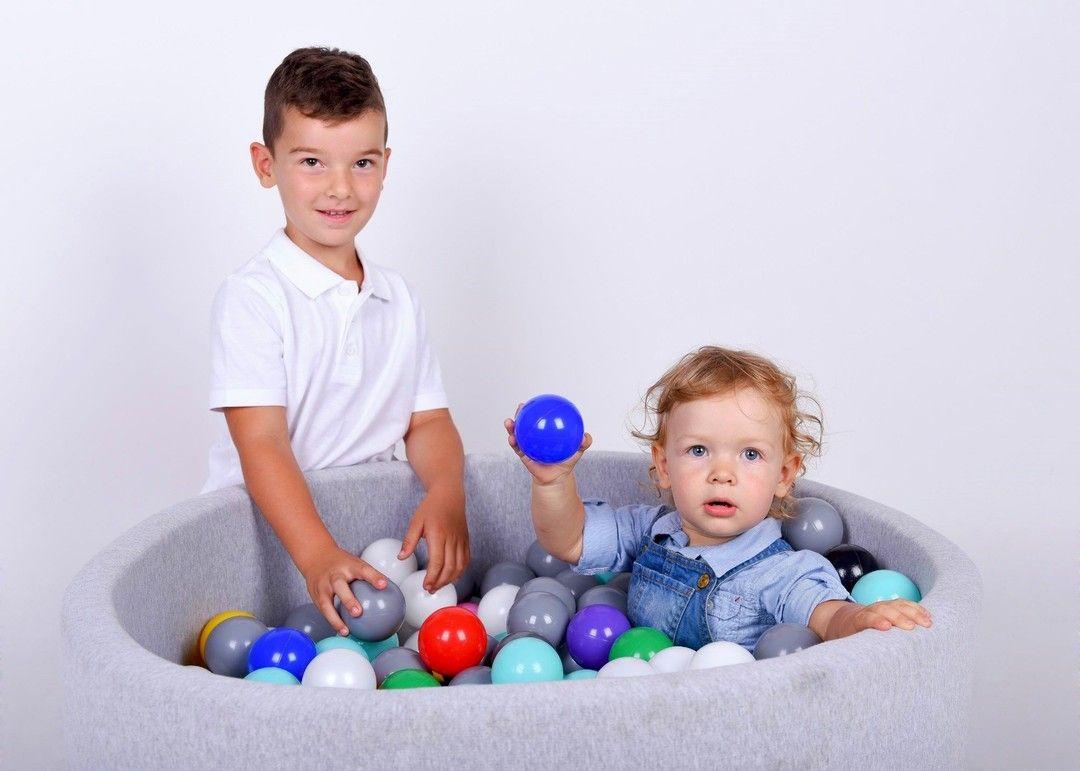 Zastanawiasz Sie Jakiej Wielkosci Jest Suchy Basen Spojrz Bez Problemu Moga Sie W Nim Bawic Nawet Dwojka Czy Tez Trojk Baby Ball Kids Playing Play Activities
