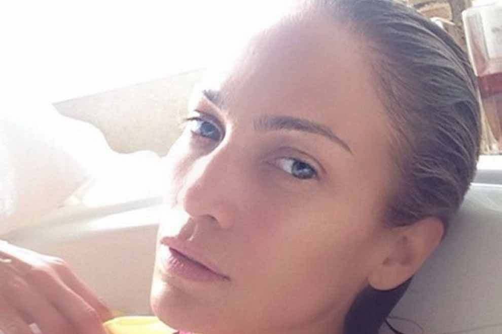 These wonders have gone unabashed and we're adoring it! Look at Jennifer Lopez, Alicia Keys, and 28 different celebs who have grasped their normal excellence. makeup
