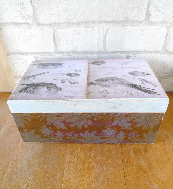 caja de madera estilo envejecido. Fotografía antigua y acabado en decoupage. de CAMALEONGOGO en Etsy https://www.etsy.com/es/listing/209857904/caja-de-madera-estilo-envejecido