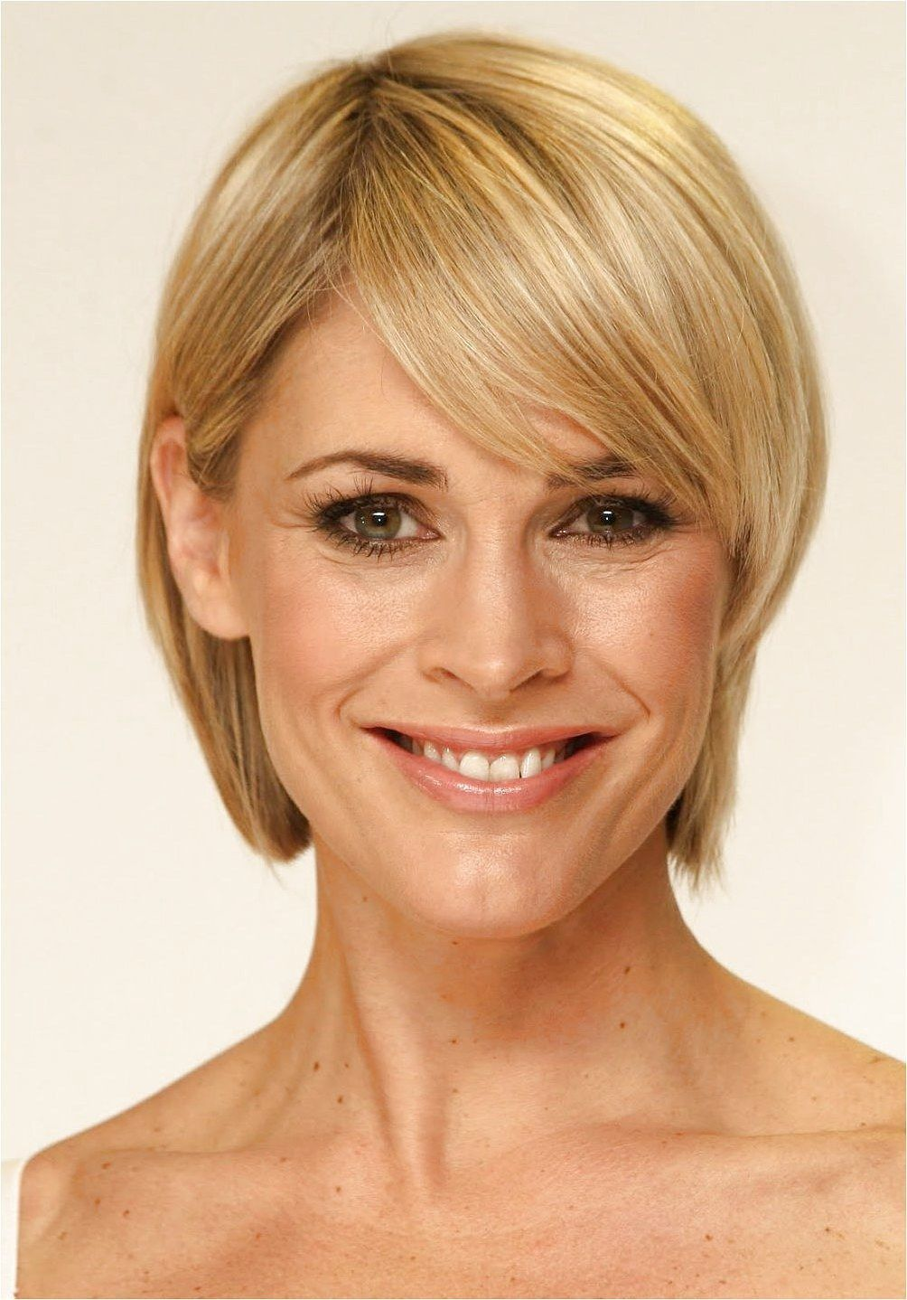 Hairstyles For Women Over 40 With Fine Hair Edgyshorthairstyles Continue Reading By Clicking The In 2020 Long Face Hairstyles Oval Face Hairstyles Short Thin Hair