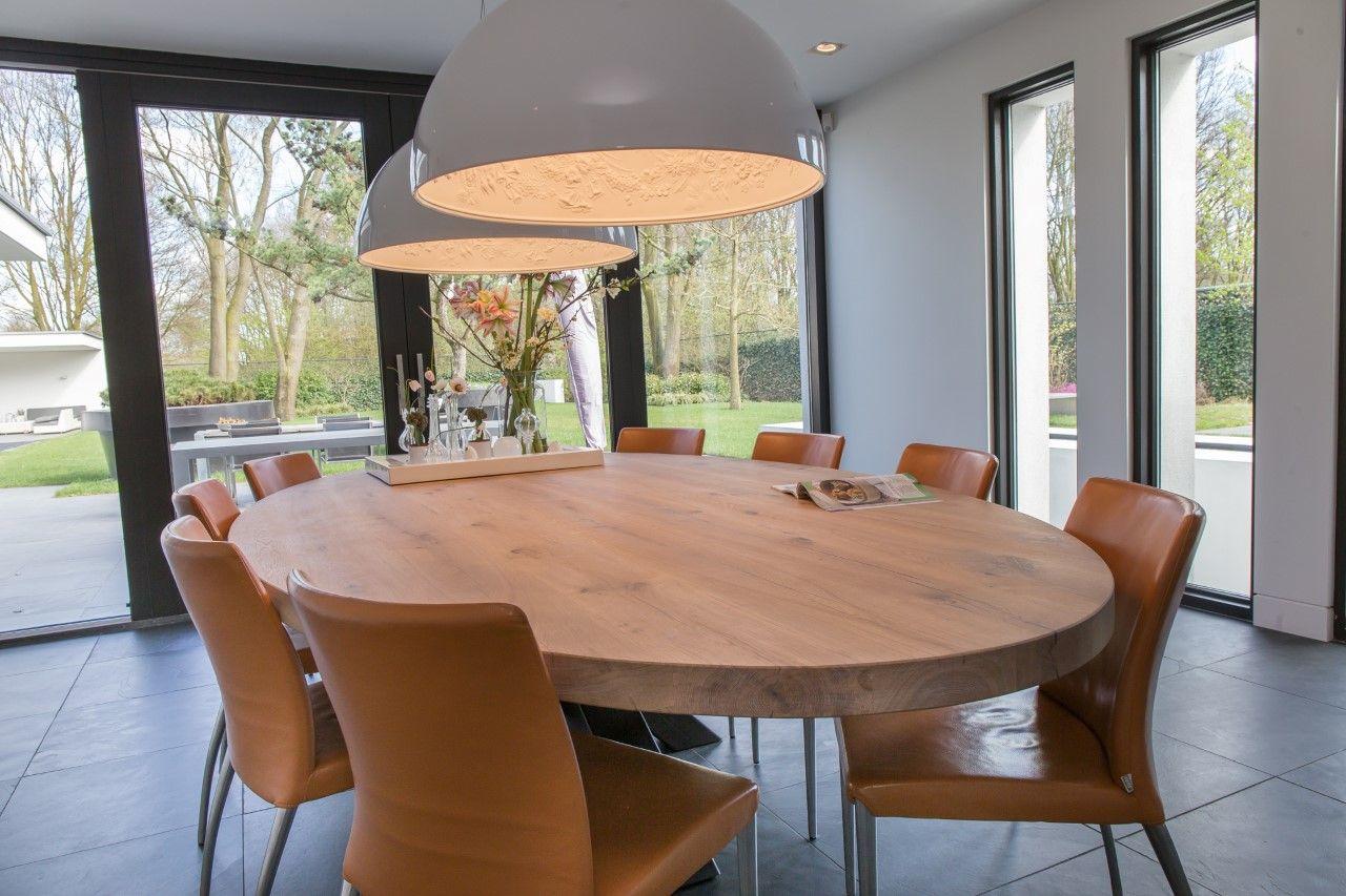Zwaartafelen i ovaal i deze ovale tafel heeft een prachtige