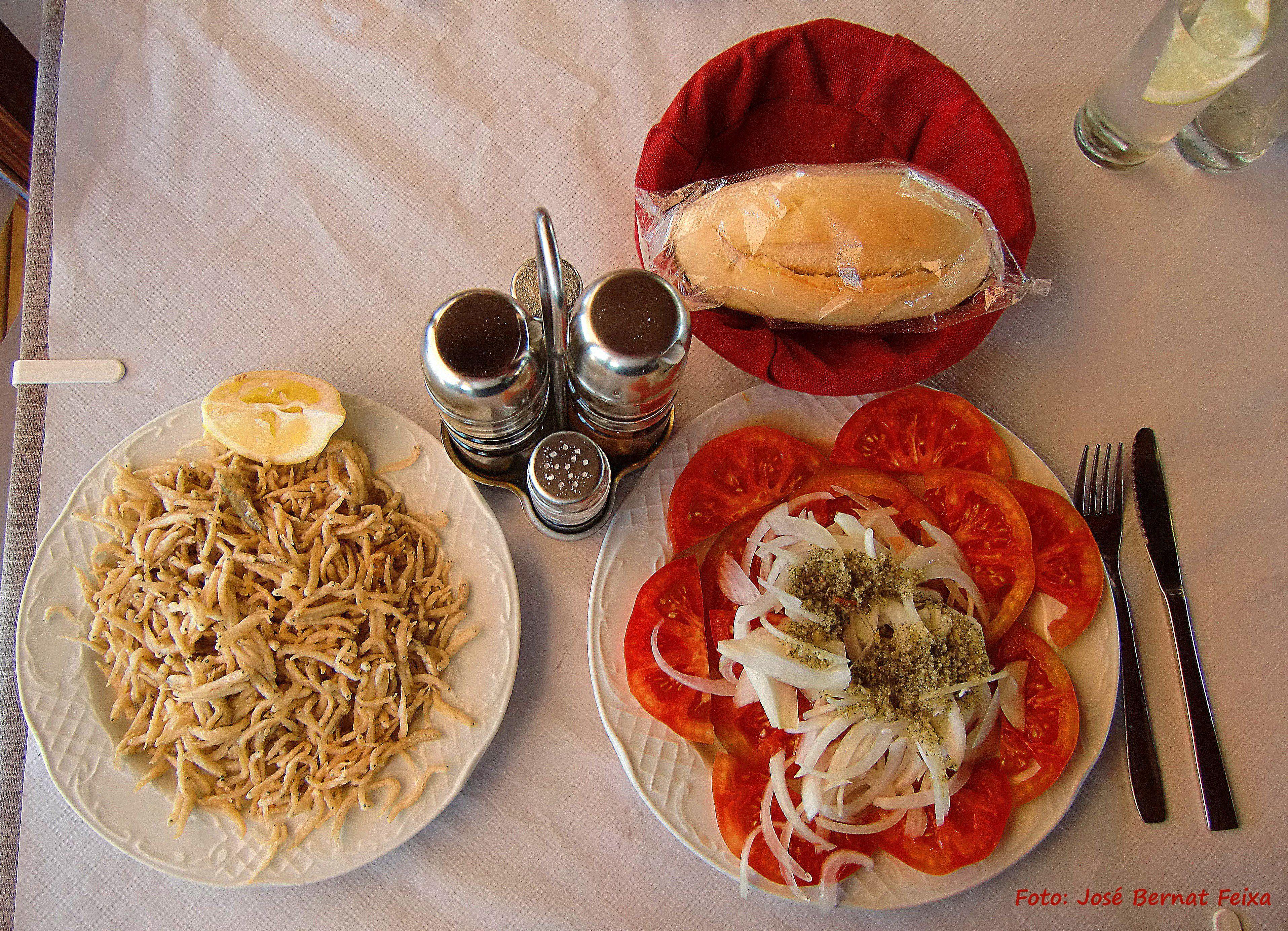 Kleine visjes, tomatensla, Torrox Costa, Spanje