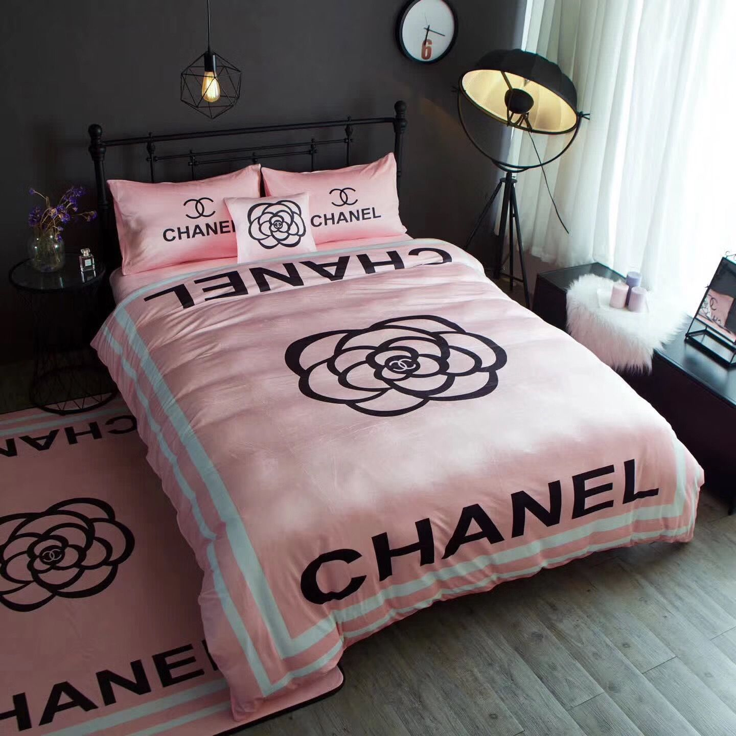 Pin By Mariacourt Zoe On Designer Bedroom Pink Bedroom Decor Girl Bedroom Decor Chanel Room