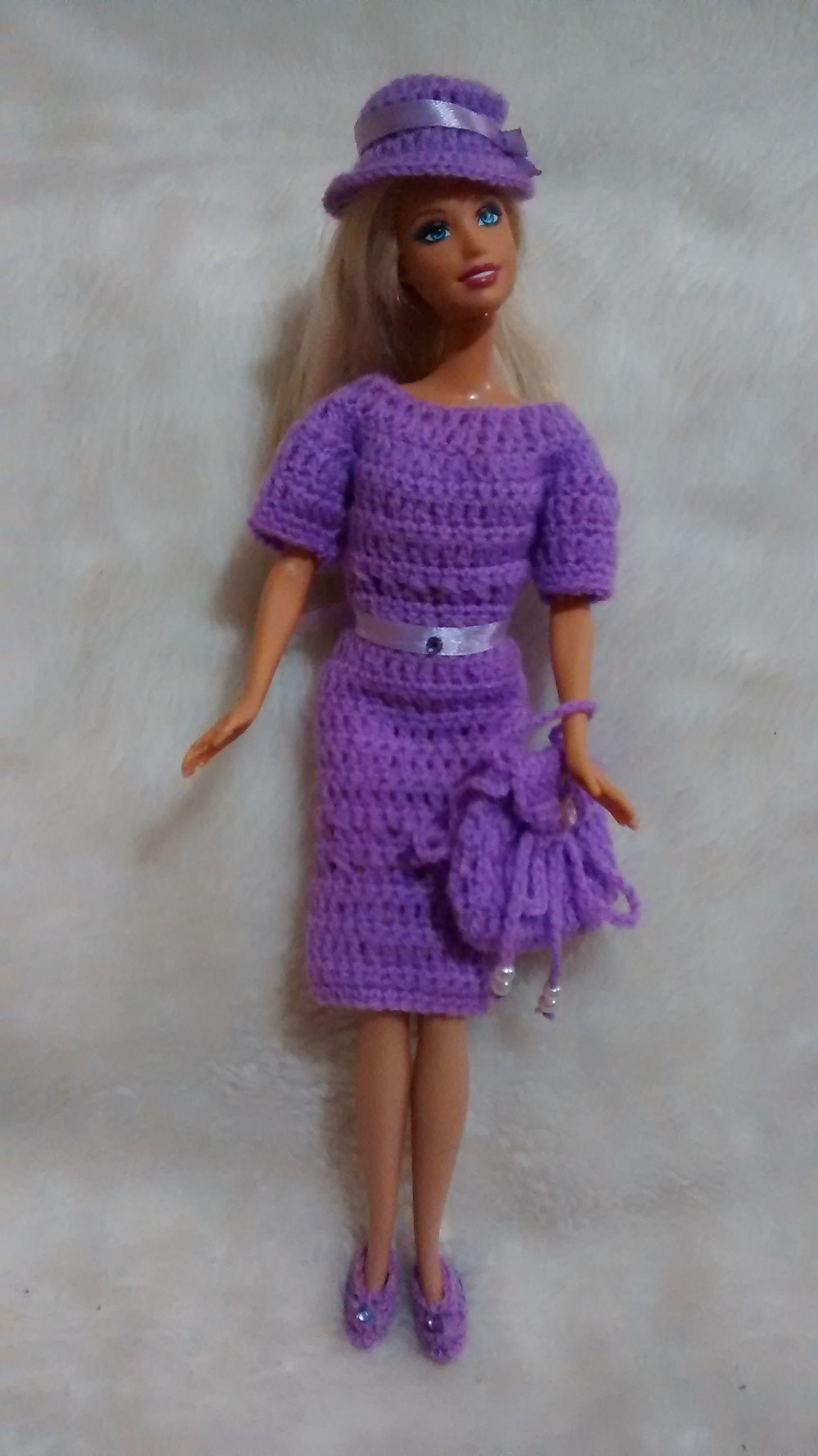 Conjunto lila en lana para bebé.