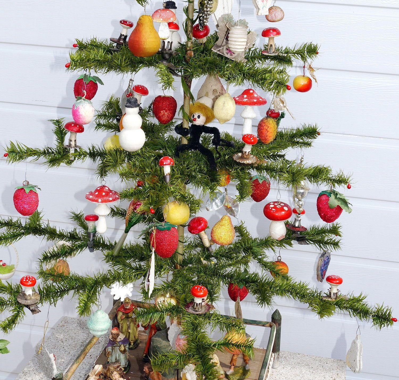 Alter Federbaum - Weihnachtsbaum aus Gansfedern mit viel Schmuck ...