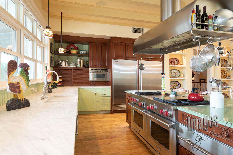 Deckengestaltung für die wohnhalle love the cherry wood cabinetry in this farmhouse kitchen  tucson