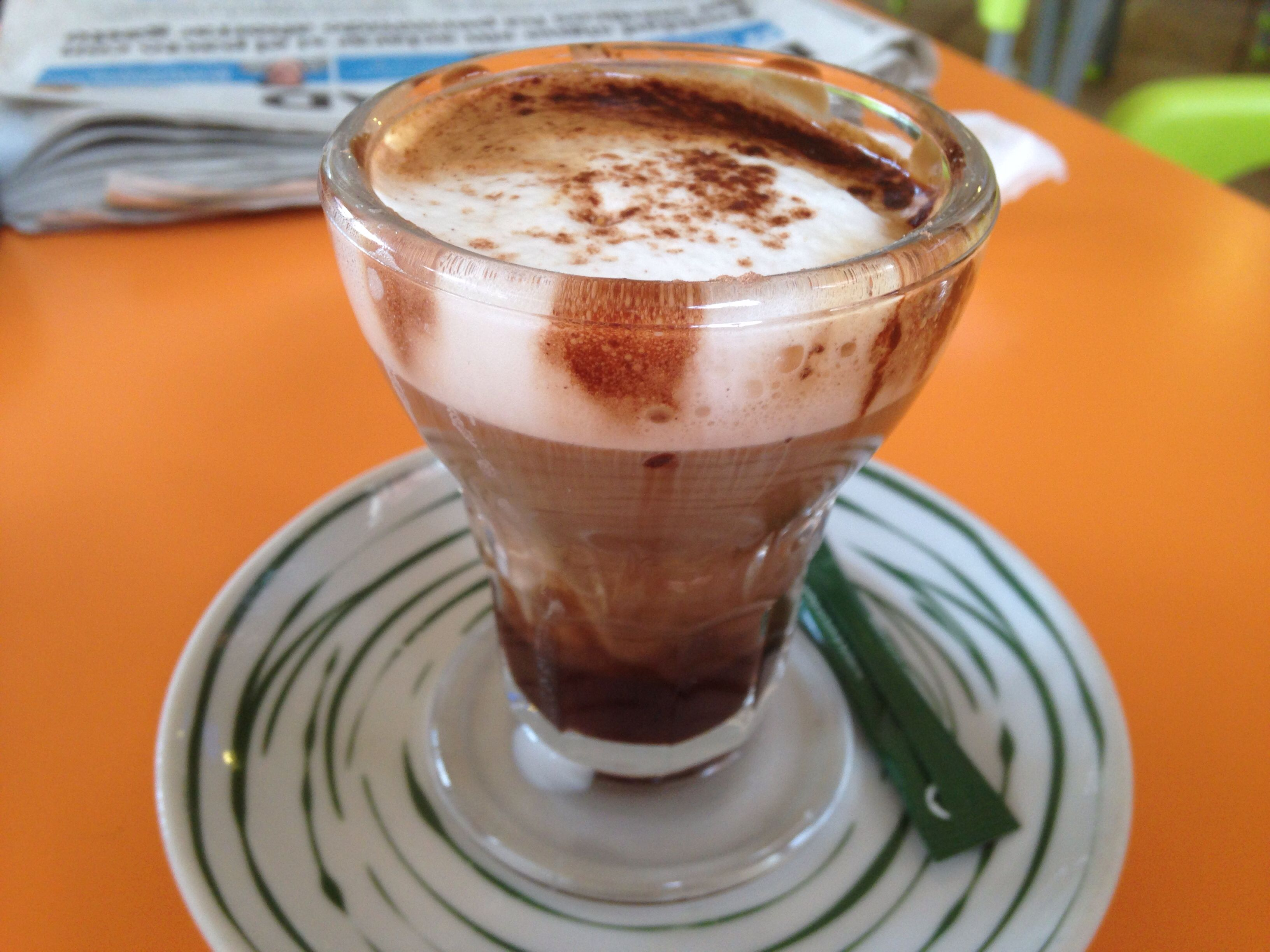 Marocchino : compuesto de café expreso,cacao y leche vaporizada