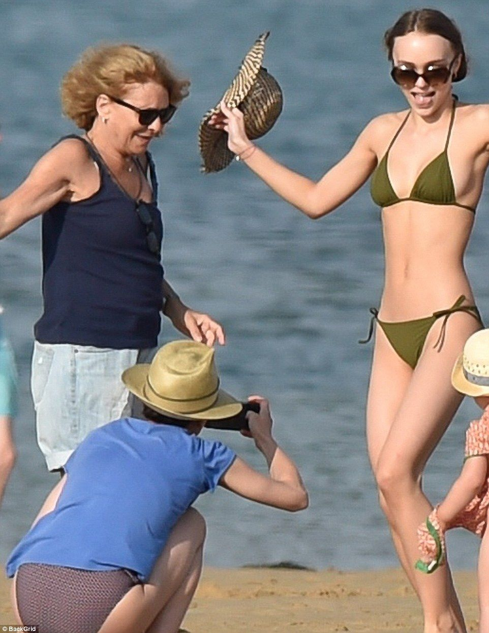 Loose On Rose Vanessa Family Lily Island Trip Mom Lets With Depp iZTuOPkX