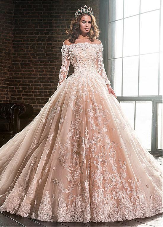 0dfbf6592 comprar Vestidos de boda del vestido de bola fuera del hombro de tul y  satén lujoso con apliques de encaje de descuento en Dressilyme.com