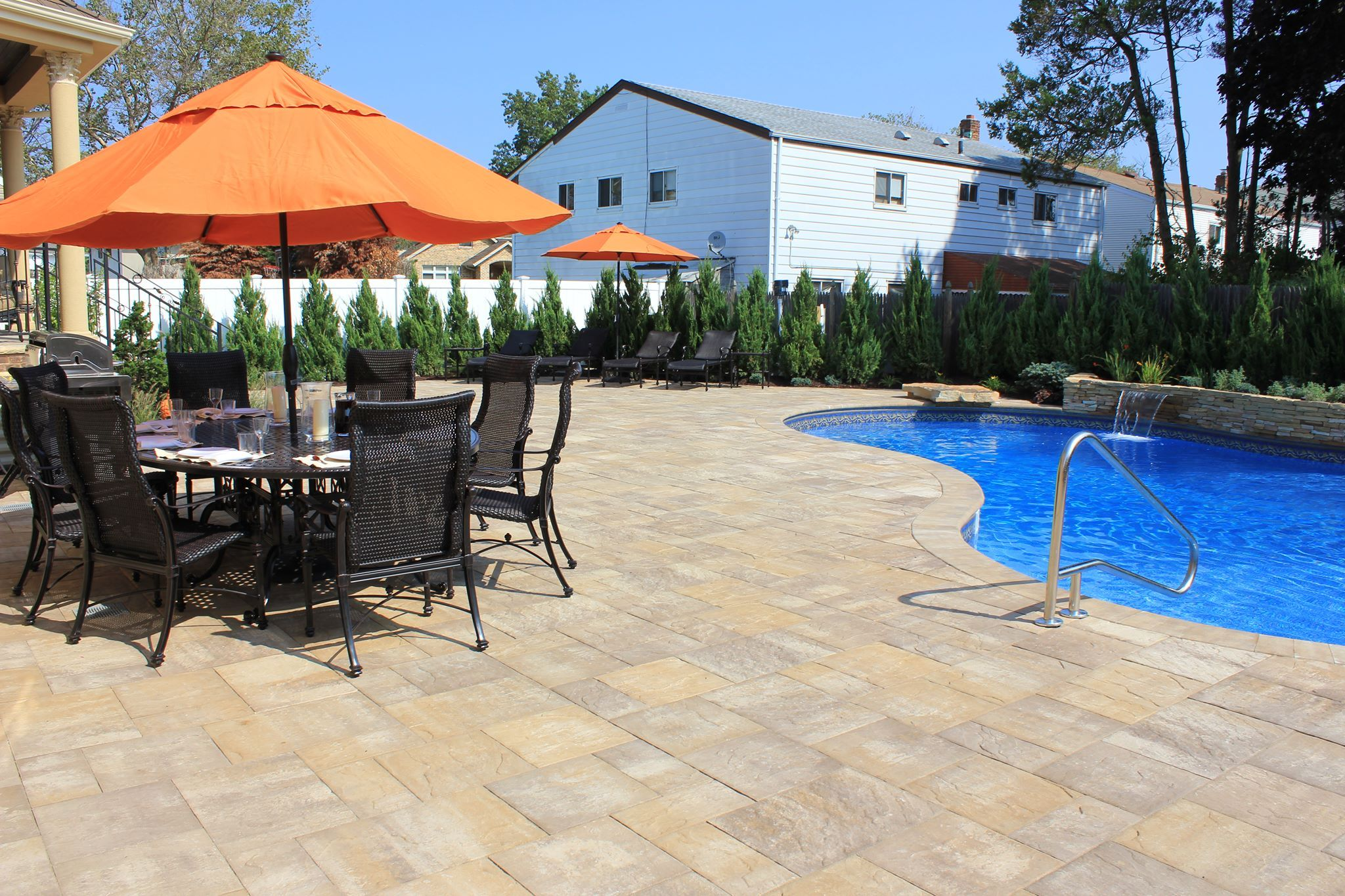 Cambridge pavingstones wall systems color options - Cambridge Pavingstone Patio In Sherwood Ledgestone Xl Style Sahara Chestnut Light Color And Free Form