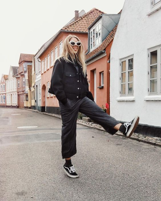 bbaa276c6d4751 Skate style with black culottes and Vans shoes