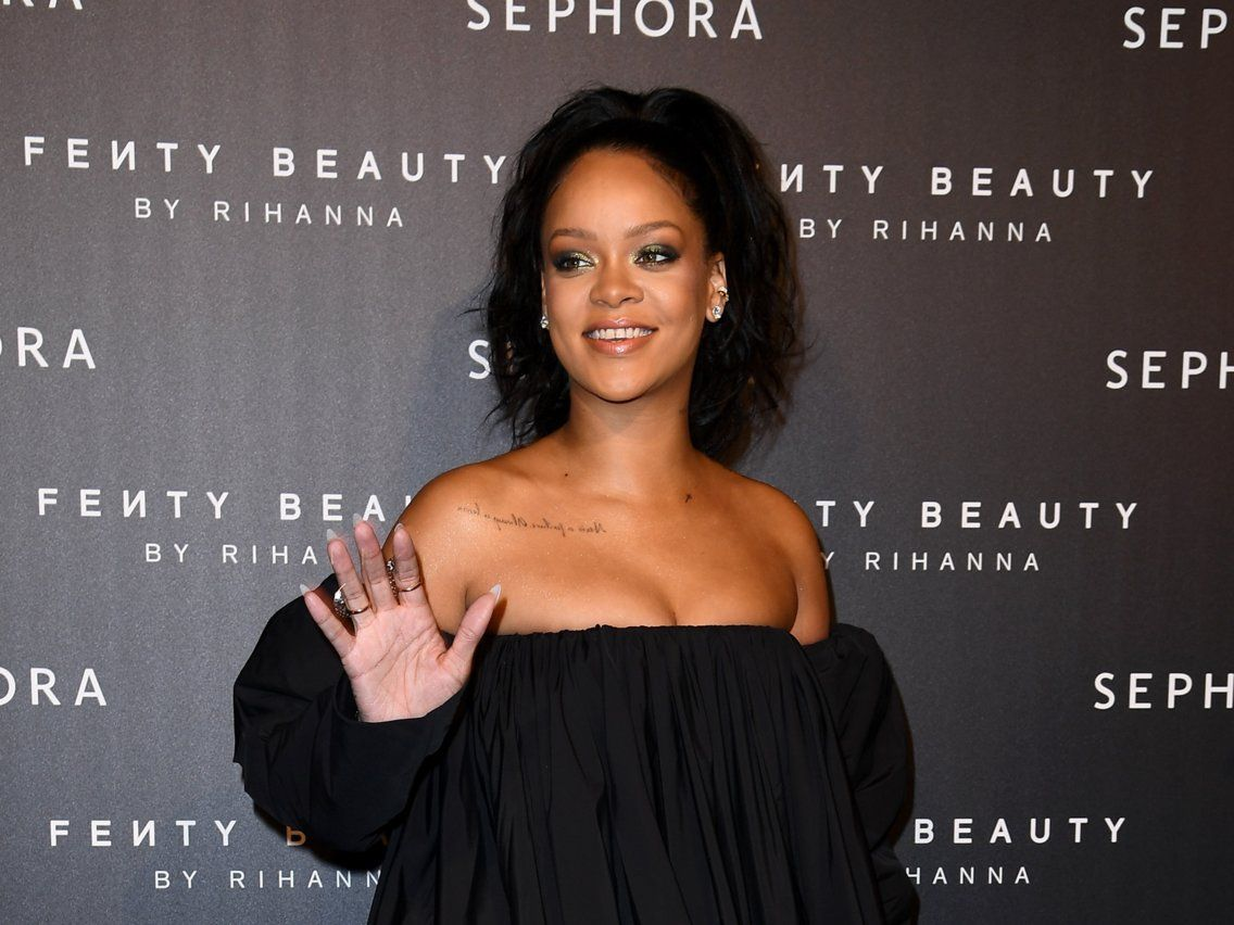 Rihanna's skin-care routine is surprisingly simple — here's how she gets such flawless skin | Morning skin care routine, Skin care routine, Flawless skin