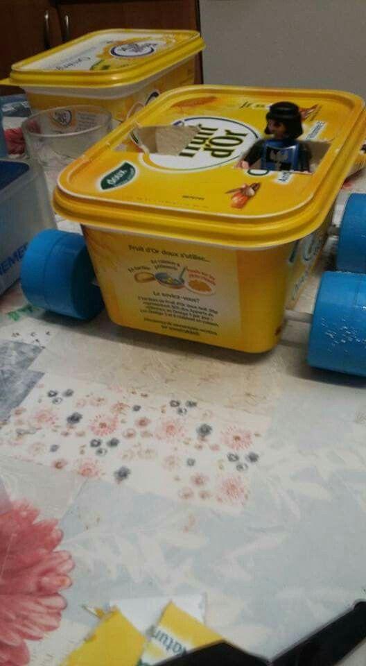 Creation d 39 une voiture rien qu 39 avec des produits recycl s une barquette de beurre pour la caisse - Produit pour lustrer une voiture ...