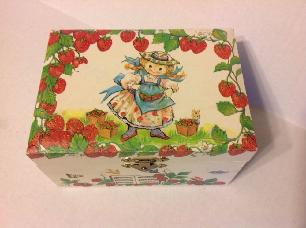 Vintage Strawberry Girl Musical Jewelry Box Plays Twinkle Twinkle Little Star