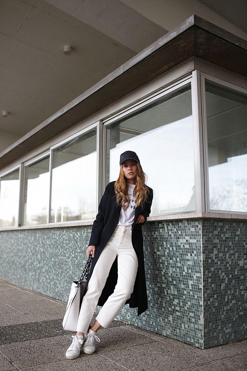 433064b1d1ae Kein Regenwetter bedeutete für mich  Endlich kann ich meine weiße Mom Jeans  tragen, die ich im Sandro Sale ergattert habe! Weiße Hosen sind ja nicht  ganz so ...