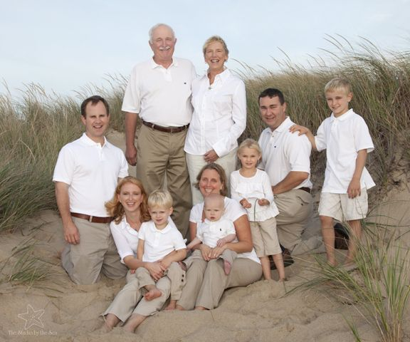 Large family group on the beach, multi-generation portraits  #capecodportraits #capecodfamilyportraits