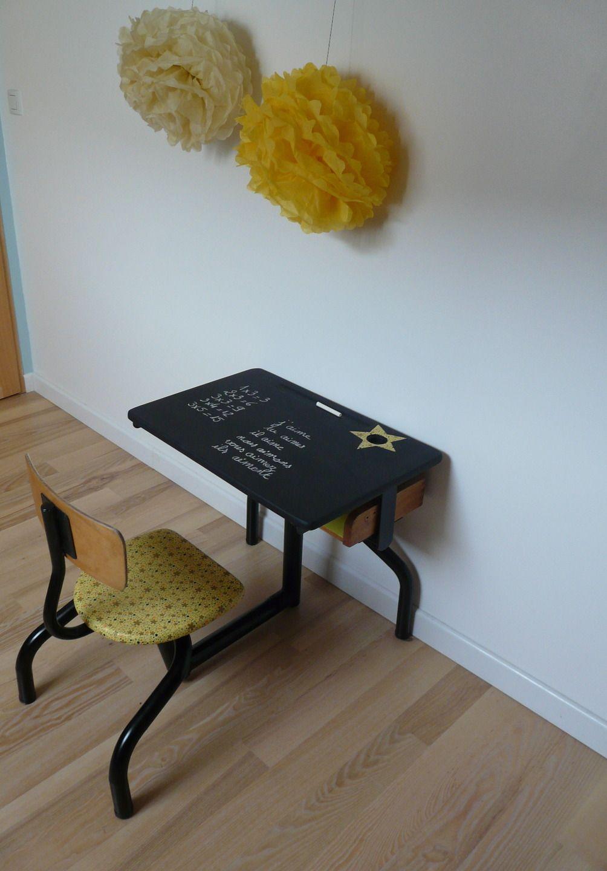 petit bureau d 39 colier vintage jaune et noir et sa chaise. Black Bedroom Furniture Sets. Home Design Ideas