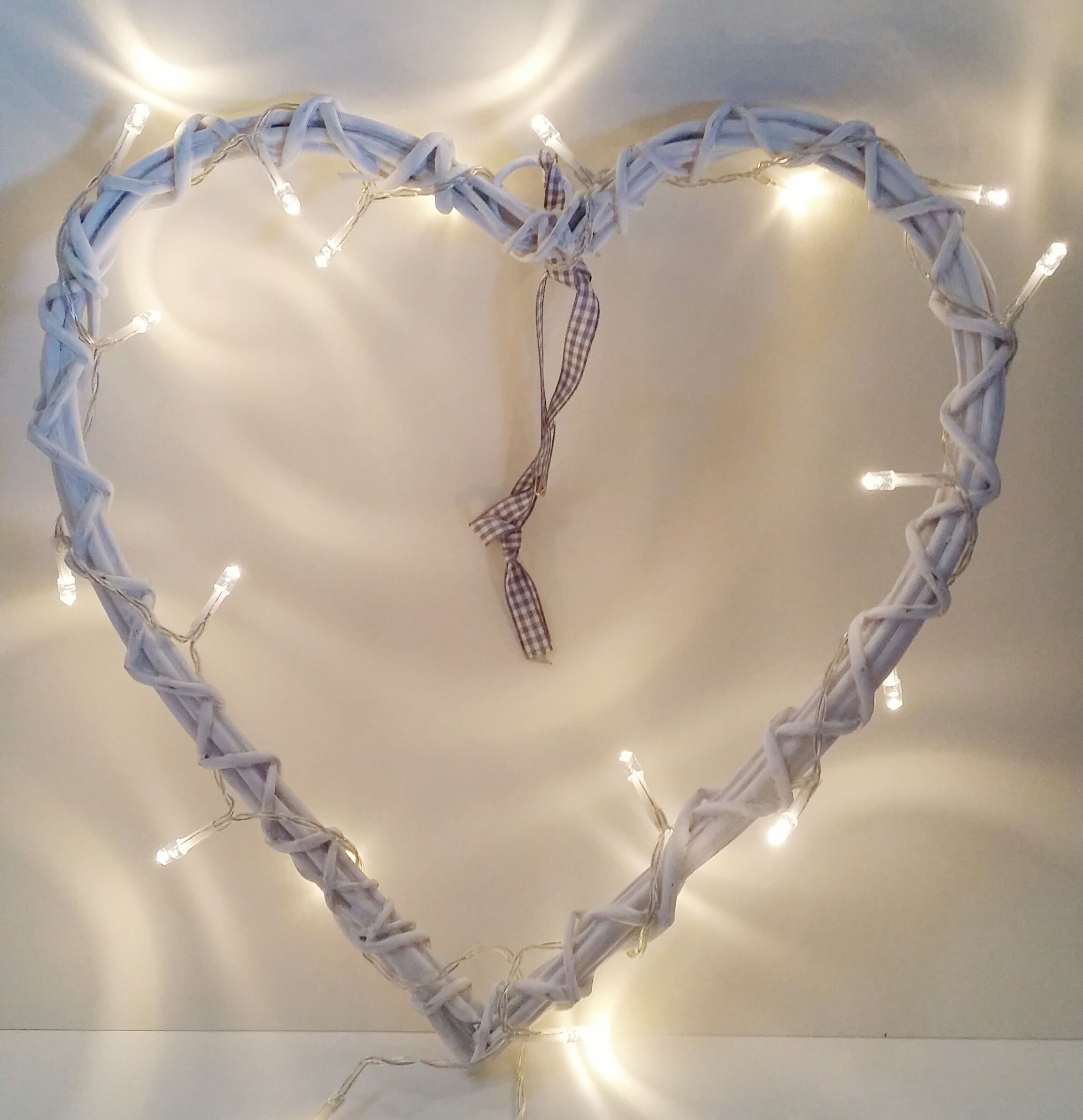 ***FOR HIRE*** Hire this cute light up heart for your top table or wedding cake table for that extra wow factor! Just £4