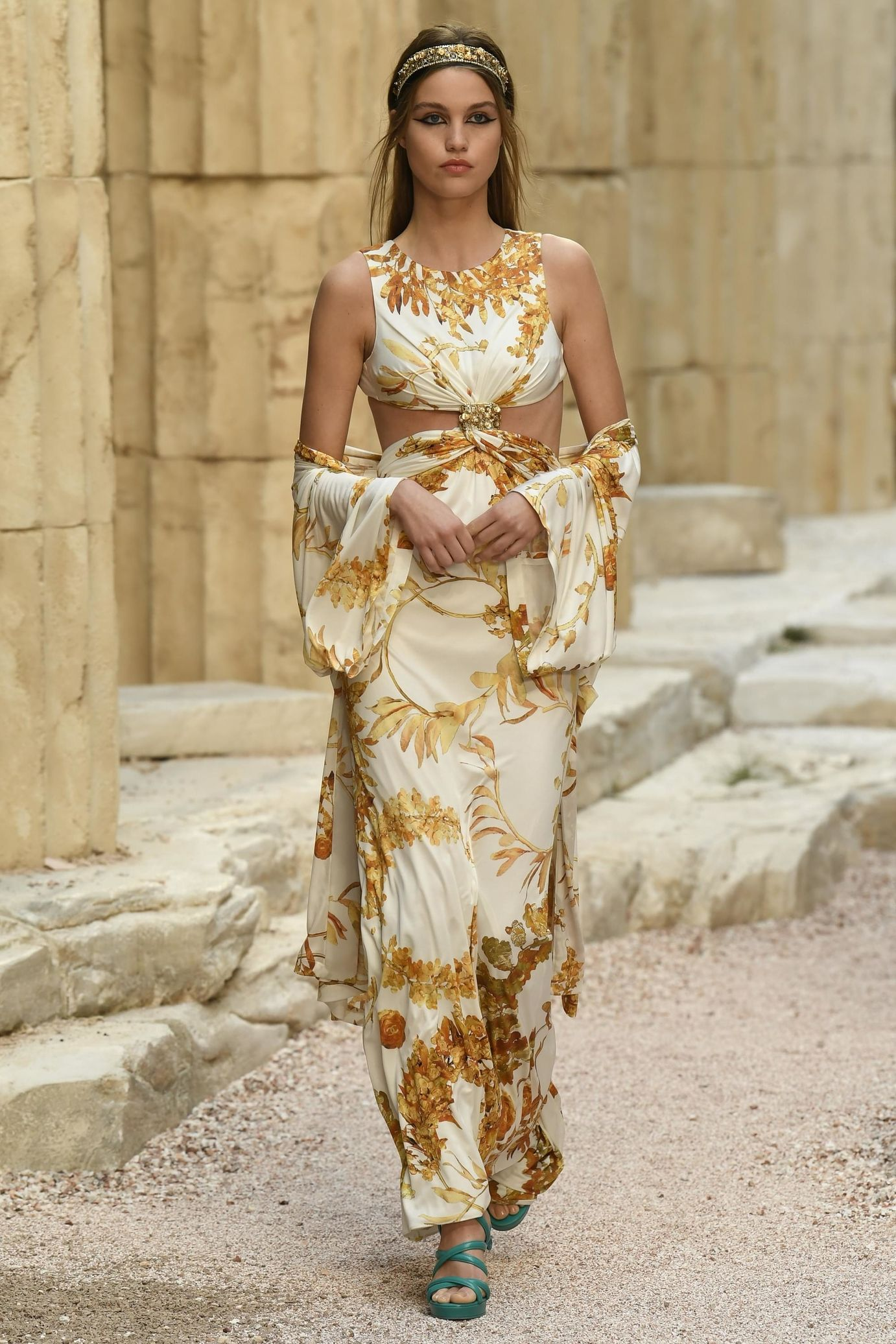 09e35a73d Défilé Chanel: Croisière 2018   MIS FAVORITOS   Chanel vestidos ...