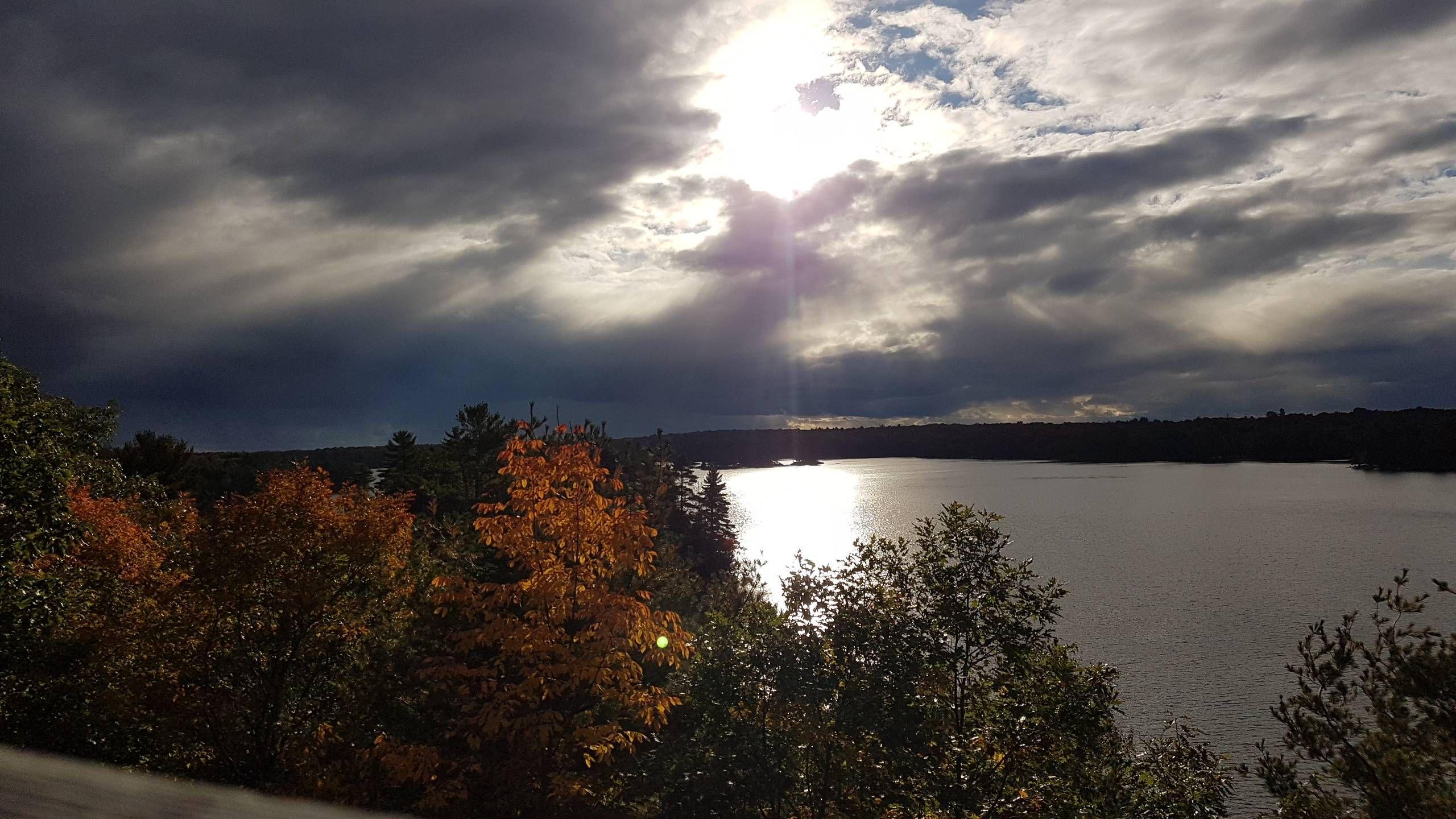 [2560x1440] Sugar Lake Ontario Canada.