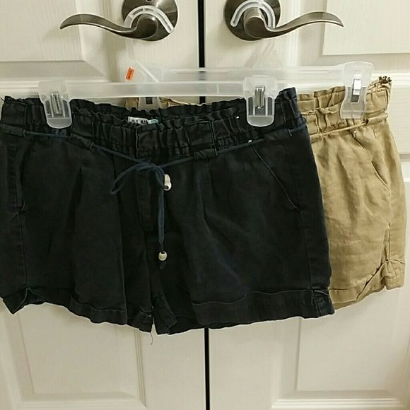 Size m old Navy beige and black shorts bundle Size m old Navy beige and black shorts bundle Old Navy Shorts