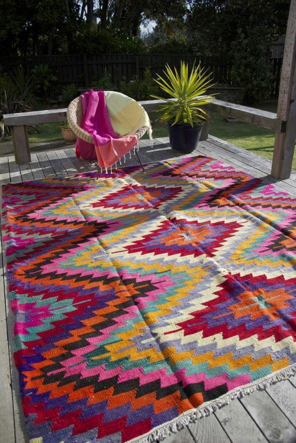 ein farbiger terrassenteppich wird ihren balkon sch n erfrischen ab ins beet pinterest. Black Bedroom Furniture Sets. Home Design Ideas