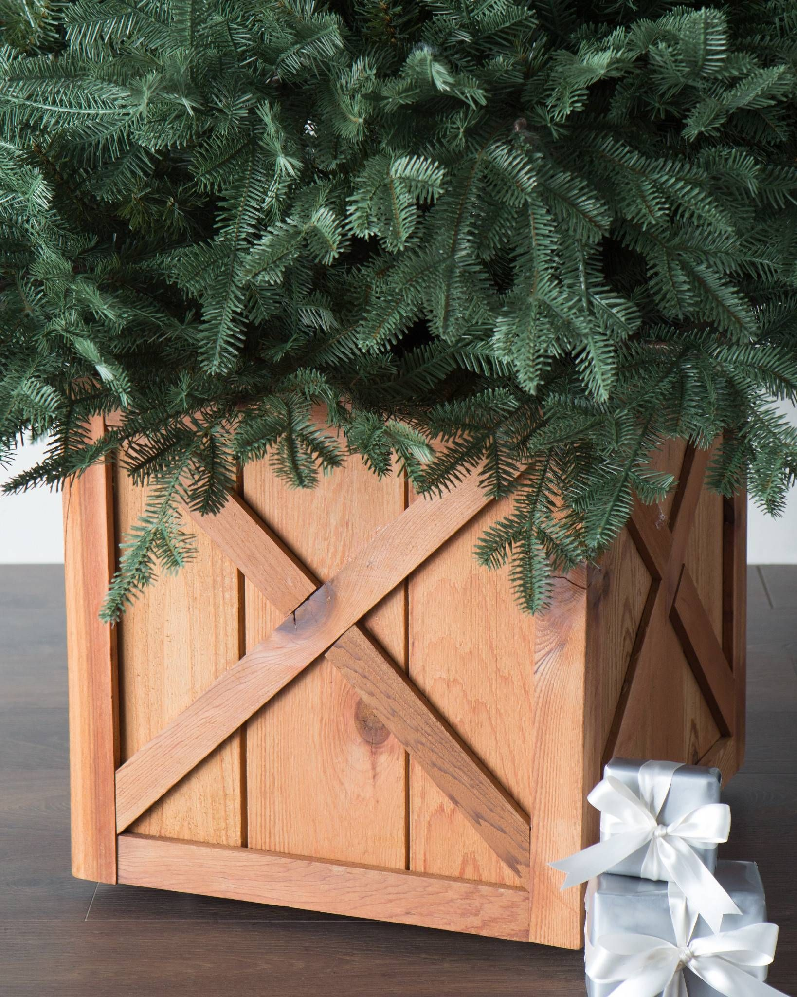 Rustic Wooden Rolling Tree Stand Holiday Decorating Ideas