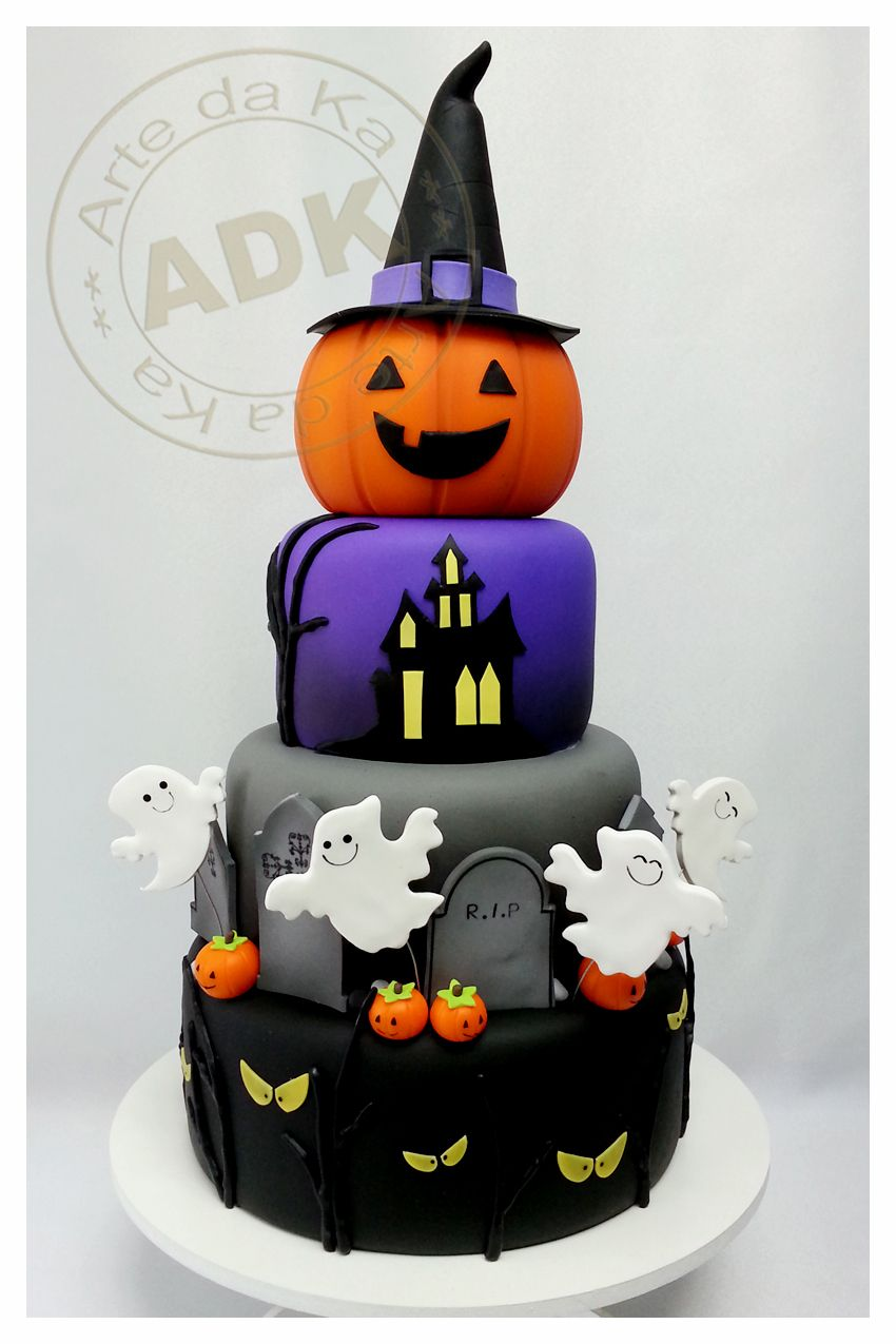 The pumpkin on the top is too cute halloween recipes Cute easy halloween cakes