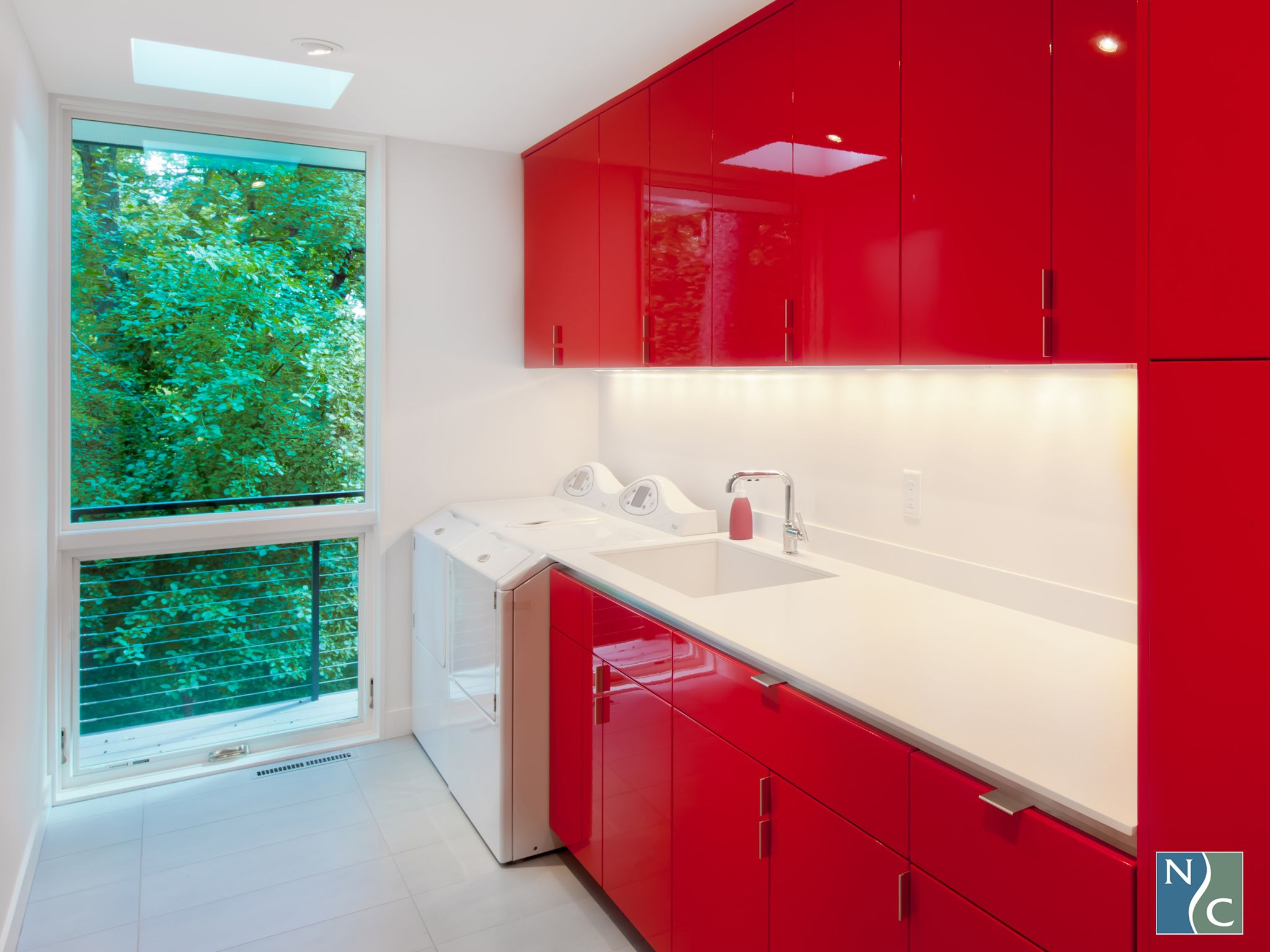 Red High Gloss Makes This Laundry Room So Lux More Http Www Northerncontours Com Products Level Levddf Modern Laundry Rooms Laundry Room Sleek Storage
