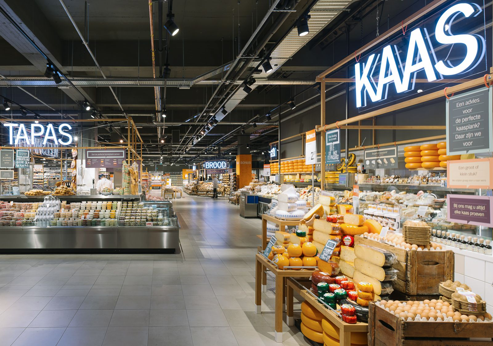 Pin By Adrienne Roch On Retail Indoor Markets Design Agency Grocery Store Design