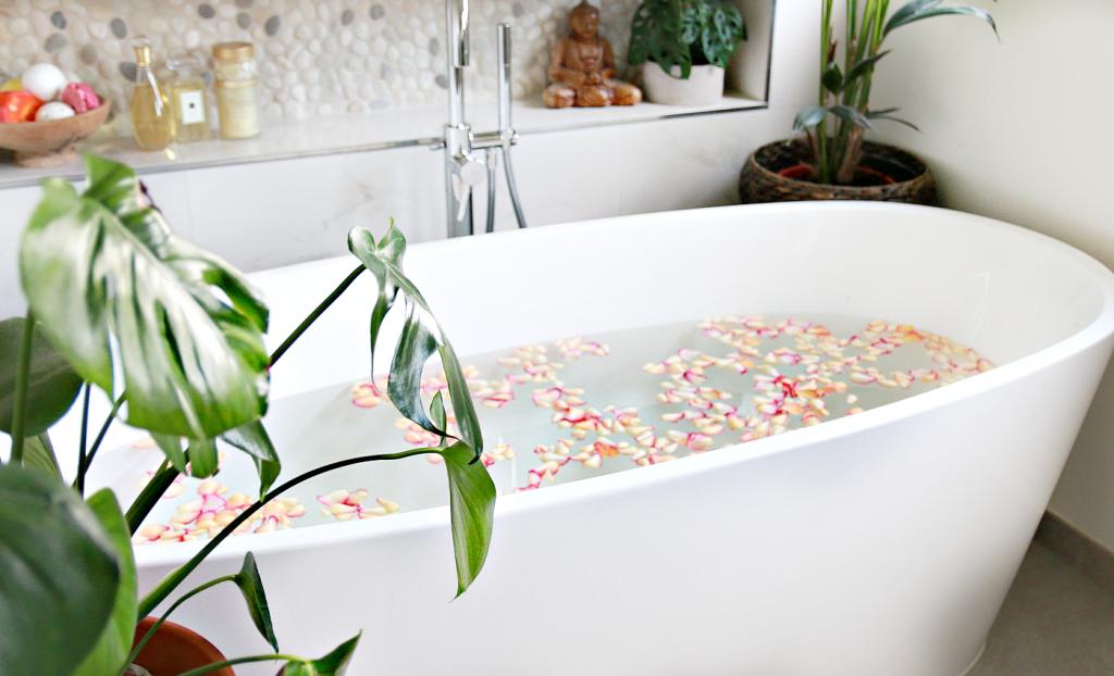 BADKAMER - Vrijstaand bad - bath bij blogger Serena Verbon door Van ...