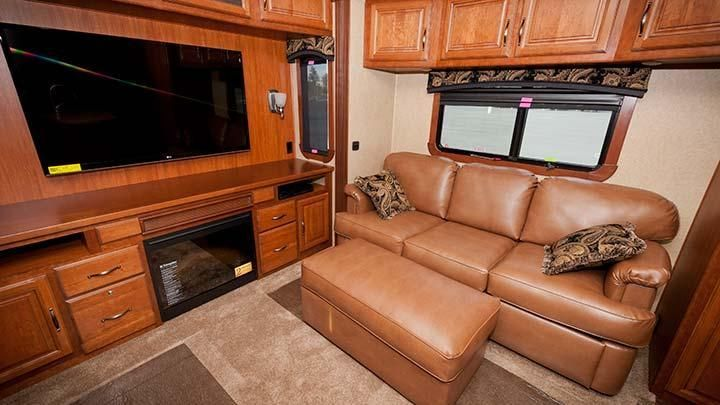 Comfortable Living In A Redwood Rv There S A Lot Of Room In This