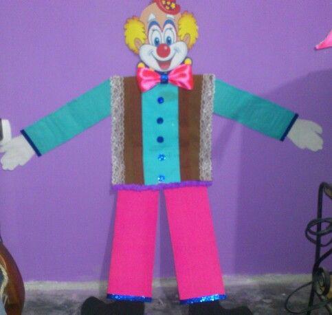 Payaso de carnaval decorado con papel crep retazos de - Cortinas de papel para navidad ...