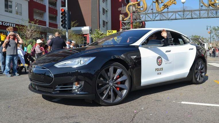 Tesla Police Car Stop Pursuit Due To An Empty Battery Police Cars Tesla Car