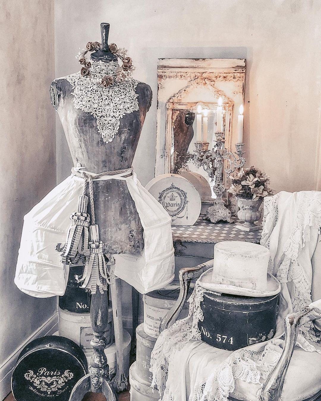 "Katarzyna Bujnowska on Instagram: ""🍂⚜️🍂⚜️🍂⚜️🍂 #vintagestyle #mannequin #handpainted #patinastyle #antiquemannequin #vintagedressform #shabbychicdecor #frenchhomedecor…"""