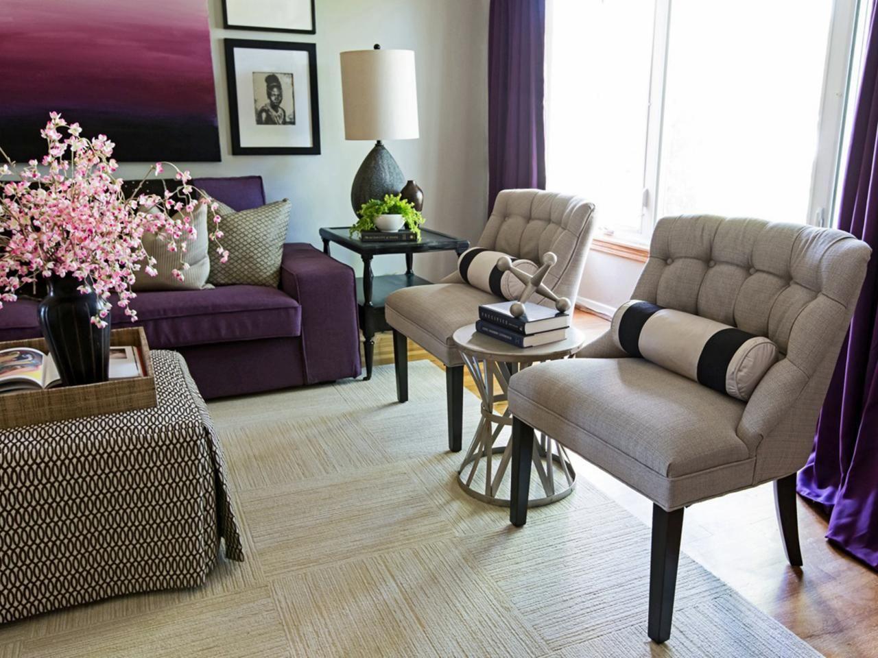 This Purple And Cream Living Room Features A Cream And Plum Color Palette That S Feminine Enough Diseno De Interiores Decoracion De Interiores Decoracion Hogar