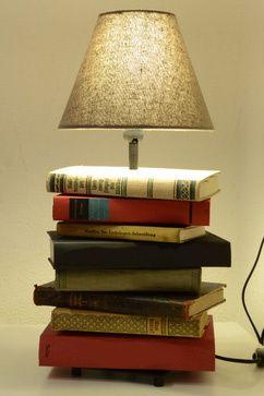 confectionnez votre lampe de chevet partir de vieux livres luminaires pinterest lampe de. Black Bedroom Furniture Sets. Home Design Ideas