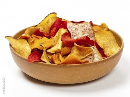 Bunte Chips mit Dip Trio