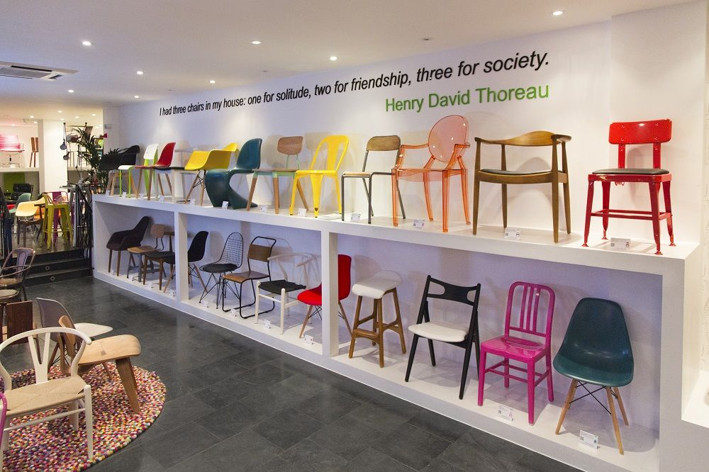 Cult furniture showroom eames chair creative inspiration for Showroom zanotta milano