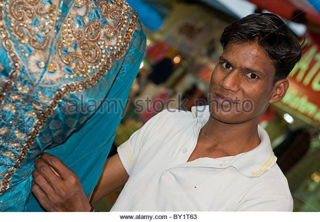 a-tailor-tending-to-a-sari-on-a-market-stall-in-bhopal-india-by1t63.jpg (640×445)