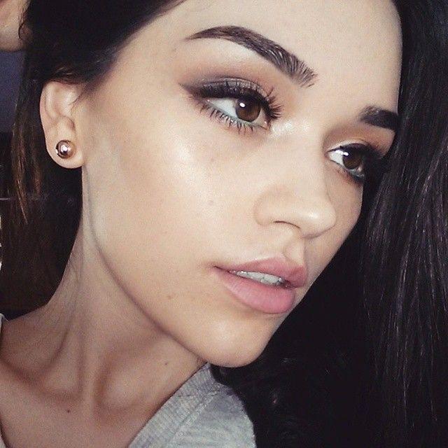 Instagram Post By Diana Curmei Easyneon Makeup