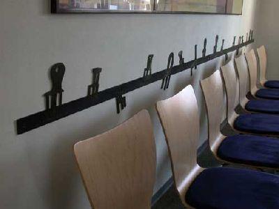 Wandschutz Und Rammschutz Mit Gelaserten Stühlen Für Eine Wartezone
