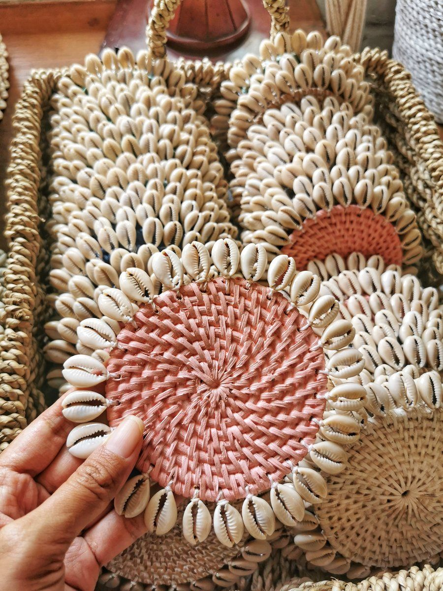 Rattan Coasters With Cowrie Shells Set Of 4 Macrame Patterns Seashell Crafts Cowrie Shell