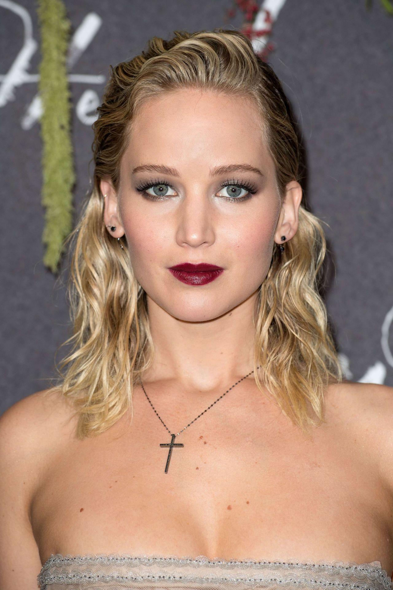 Jennifer Lawrence Jenniferlawrence Mother Premiere In Paris 07 09 2017 Http Ift Tt 2fc7zcm Famosas Guapas Actrices Hermosas Actrices Hollywood