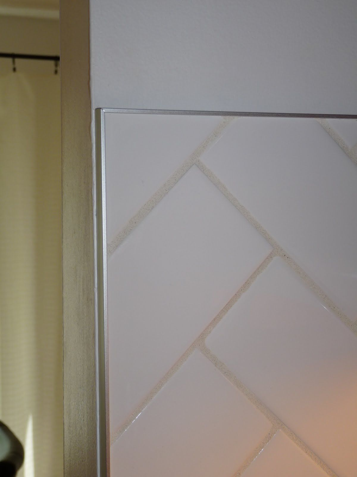 How To Finish Tile With Metal Edging Dans Le Lakehouse Metal Edging Tile Edge Tile Trim
